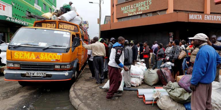 Un bus en partance pour l'arrière-pays kényan, à Nairobi, le 3août 2017.