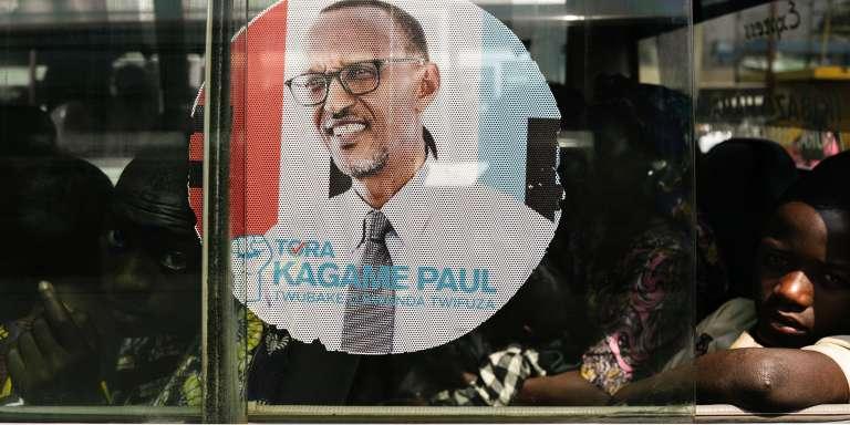 Affiche de campagne du président rwandais Paul Kagamé, qui se présente pour un troisième mandat, à Kigali le 30 juillet.
