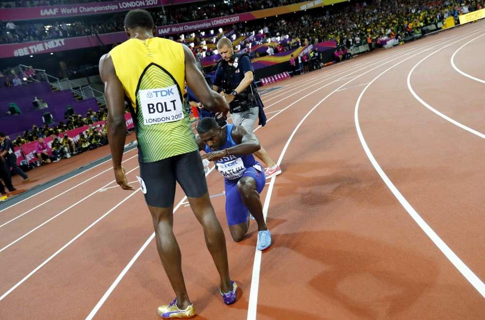 Samedi 5 août, Justin Gatlin, vainqueur du 100m, rend hommage au Jamaïcain Usain Bolt. Ce dernier n'a fini que troisième, mais il dispute à Londres sa dernière compétition. L'Américain, deux fois suspendu pour dopage, sera sifflé par le London Stadium.