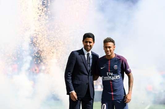 Neymar et Nasser Al-Khelaïfi, au Parc des Princes, le 5 août.