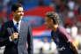Neymar da Silva Santos Junior dit Neymar (à droite) et le président du conseil d'administration duParis Saint-Germain Nasser Al-Khelaïfi, lors de la présentation du joueur au Parc des Princes, à Paris, le 5 août.