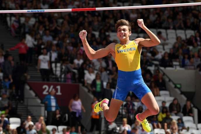 Armand Duplantis a bataillé dimanche pour se qualifier en finale du saut à la perche.