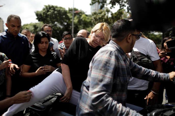 Luisa Ortega quitte le bureau du procureur général à Caracas (Venezuela), le 5 août.