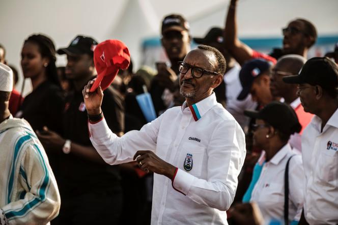 Le président rwandais Paul Kagamé lors de sa campagne à Kigali avant sa réélection, le 2 août.