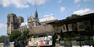 Bouquiniste sur le quai de la Tournelle à Paris, en 2009.