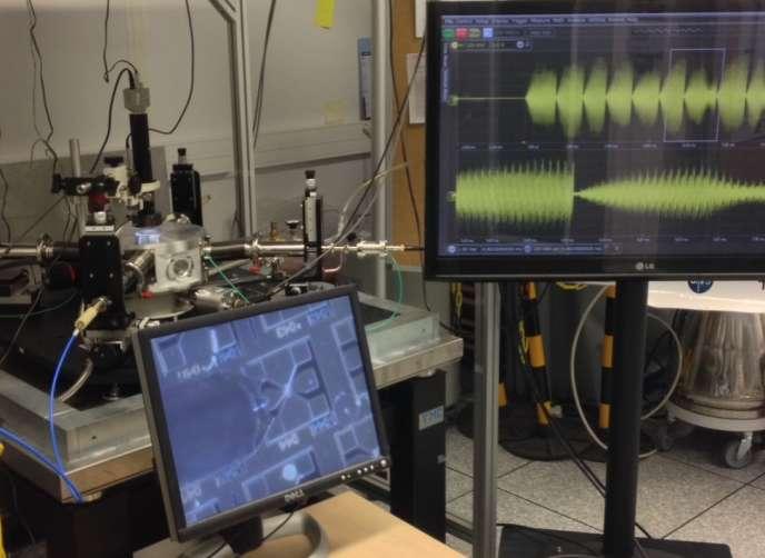 Vue du laboratoire CNRS-Thales où un composant électronique au comportement analogue à celui d'un neurone a été mis au point.