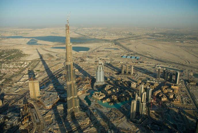 La Burj Khalifa et ses 828 mètres, ici en 2008, pourrait perdre son titres de tour la plus haute du monde.