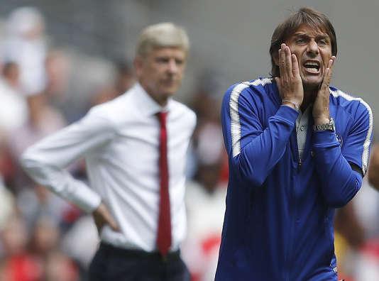 Les entraîneurs Arsène Wenger et Antonio Conte, le 6 août à Londres.