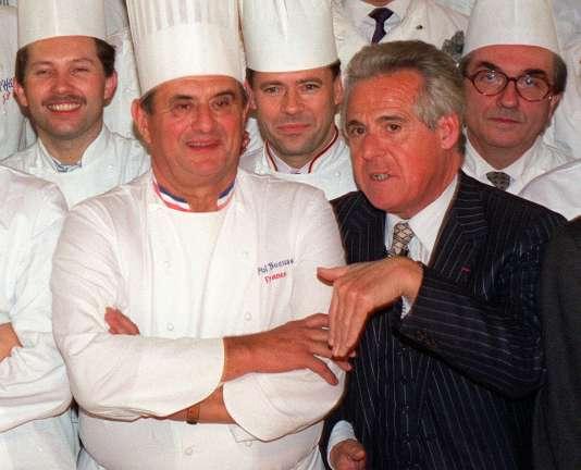 Christian Millau (sans toque) avec Paul Bocuse, notamment, en 1989.