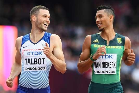 Daniel Talbot et Wayde van Niekerk ont franchi ensemble la ligne d'arrivée de leur série du 200 m.
