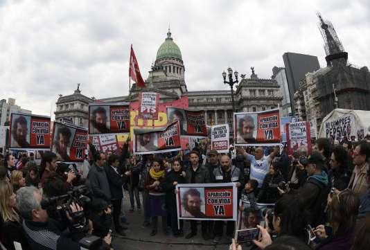 Manifestation devant le palais du Congrès à Buenos Aires, le 7 août 2017, exigeant que Santiago Maldonado soit retrouvé en vie.