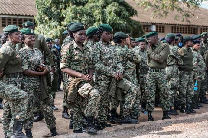 Des membres du Service national pour la jeunesse, à Nairobi, le 7 août 2017, avant leur déploiement dans les bureaux de vote pour sécuriser l'élection présidentielle.