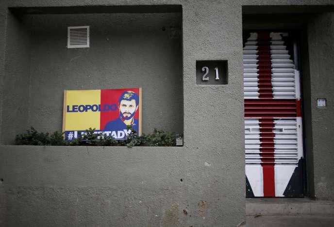 Devant le domicile d'un opposant vénézuélien emprisonné, àCaracas, le 1er août.
