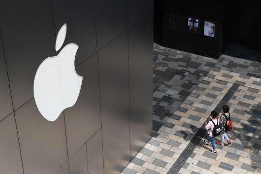 Devant un Apple Store, à Pékin, le 3 août 2017.