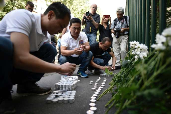 La communauté asiatique rendant hommage à Chaolin Zhang, le 7août 2017, un an après sa mort.