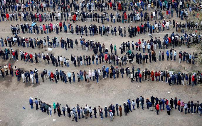 Les Kényans ont commencé à voter, mardi 8 août, comme ici à Nairobi.