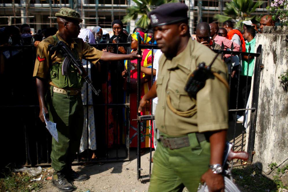 L'ombre des violences postélectorales dedécembre2007 et janvier2008 plane sur le scrutin. A l'époque, des affrontements à caractère politico-ethnique et la répression policière avaient fait au moins 1100morts, plus de 600000déplacés et laissé une nation exsangue.