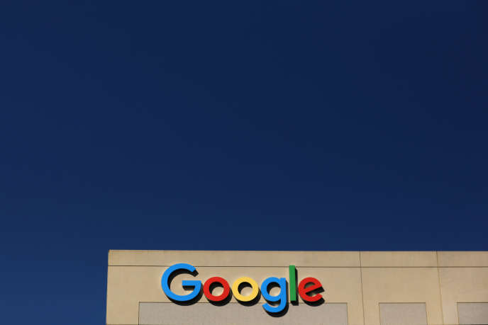 Après avoir licencié l'auteur d'un manifeste sexiste, Google fait face à de virulentes critiques.