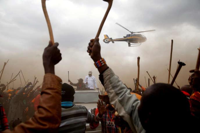 Le chef de l'opposition Raila Odinga, candidat à l'élection présidentielle, en campagne auprès de la communauté masaï à Suswa (Kenya), le 2 août.