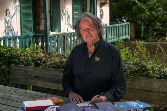 Journaliste et critique littéraire, il a travaillé pour «Le Figaro», «France Soir» et «Elle».