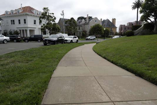 Pour rentabiliser leur investissement, les nouveaux propriétaires comptaient louer les 120 places de parking de la rue aux habitants.