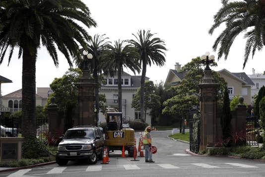 La porte d'entrée du quartier Presidio Terrace le 7 août 2017 à San Francisco. Les propriétaires des luxueuses maisons ont eu la désagréable surprise d'apprendre que leur rue avait été vendue à un investisseur pour impayés d'impôts.