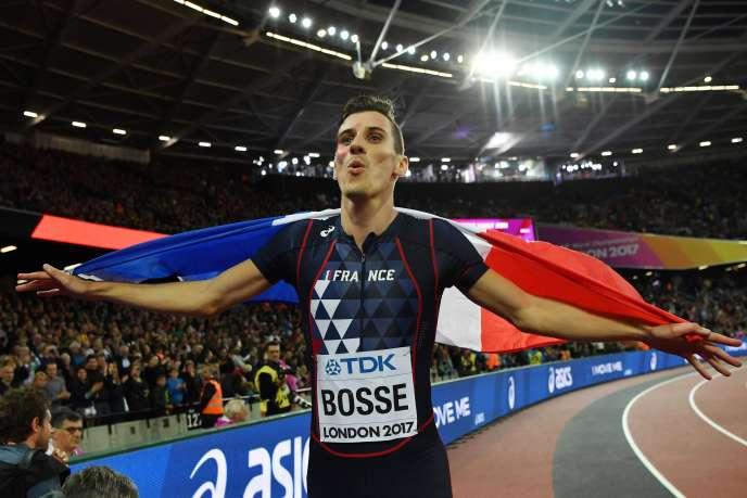 Pierre-Ambroise Bosse peut planer avec le drapeau tricolore. Il est champion du monde du 800m.