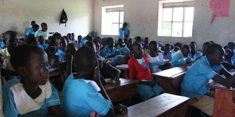 Ecole Ocea, au camp de Rhino, en Ouganda, le 31juillet 2017. Les élèves s'entassent désormais à plus de 100 par classe.