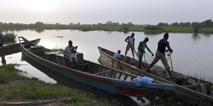 Des pêcheurs du lac Tchad, en 2015.