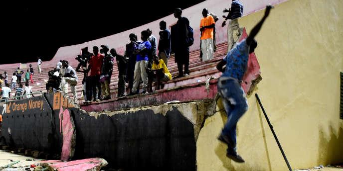 Le 15juillet 2017, un pan de mur du stade Demba-Diop, à Dakar, au Sénégal, s'est écroulé.