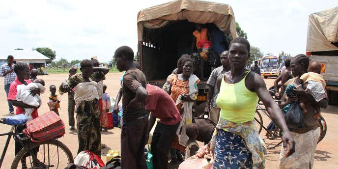 Des réfugiés sud-soudanais provenant directement de la frontière arrivent au centre de transit de Kuluba, en Ouganda, le 30juillet 2017.