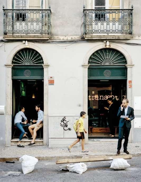 Le Transept, dans la capitale, bar-restaurant fondé parClément Fritz, un Français qui réussit enfin.