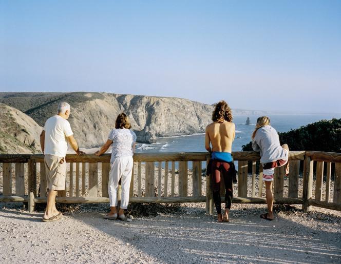 Directeur d'un labo pharmaceutique et clerc de notaire à la retraite, Philippe et Marie-Claude Auriol ont quittéCarpentras pour élire domicileà Aljezur,une stationbalnéairede l'Algarve, prisée parles surfeurset encoreépargnéeparle tourismede masse.