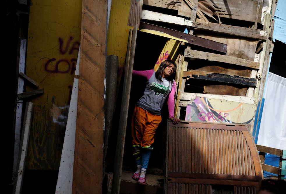 Fabiana a quitté sa maison, à la périphérie de la métropole, à l'âge de 7ans, pour fuir un beau-père violent. Elle s'est retrouvée dans un quartier du centre-ville où les dealers vendaient, à la vue de tous, leurs produits aux toxicomanes vivant dans la rue.