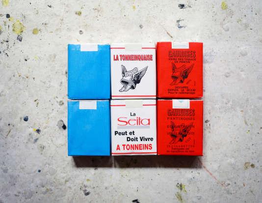 Des paquets de cigarettes de grève collectionnés parJean-Luc Moulène.