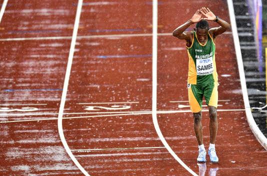 Mohamed Sambe a terminé trempé et bon dernier de sa série du 5 000 m mais sous les acclamations de la foule.