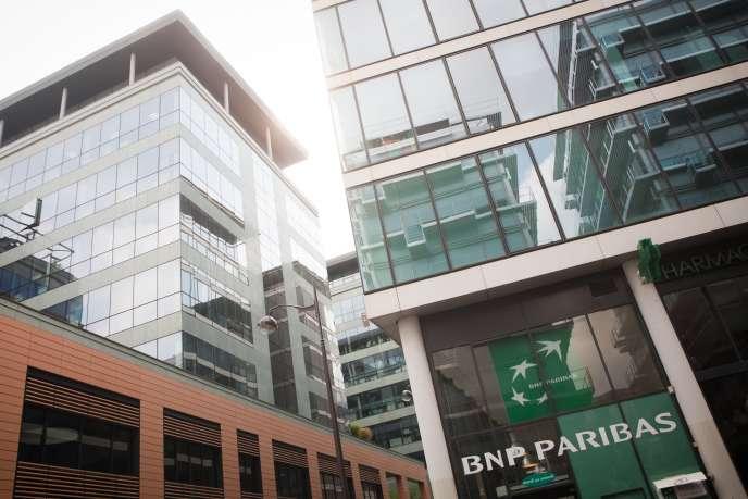 Le 9août 2007, en France, BNPParibas gèle les retraits de ses clients dans trois de ses fonds d'investissement.