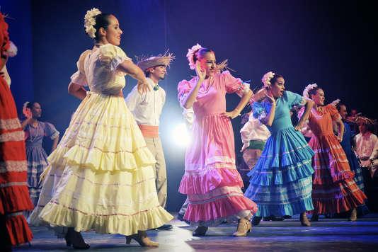 Pour fêter son 60e anniversaire, le festival de Confolens présente une vingtaine de groupes venus du Mexique, de Bolivie, de Colombie, d'Ossétie, de Serbie, du Canada, et de France aussi.