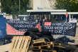 Les salariés de l'usine Whirlpool d'Amiens (Somme) protestent contre la fermeture de l'usine, le 25 avril.