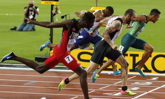 Ramil Guliyev (au centre), jeudi 10 août, en finale du 200 m, à Londres.