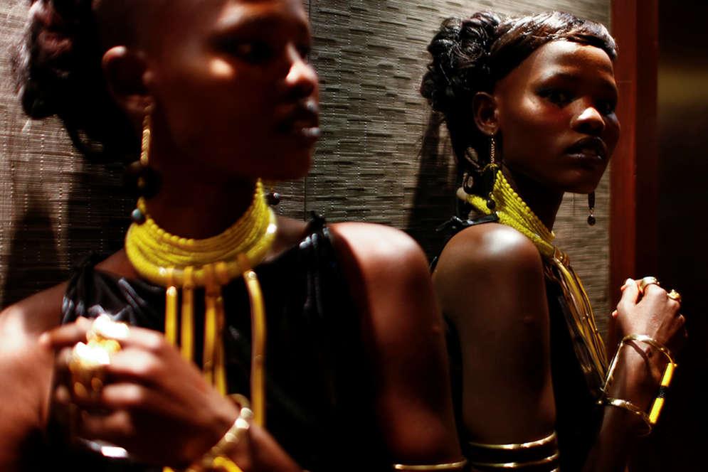 Un mannequin avant un défilé de mode, à Nairobi, le 3décembre 2016.