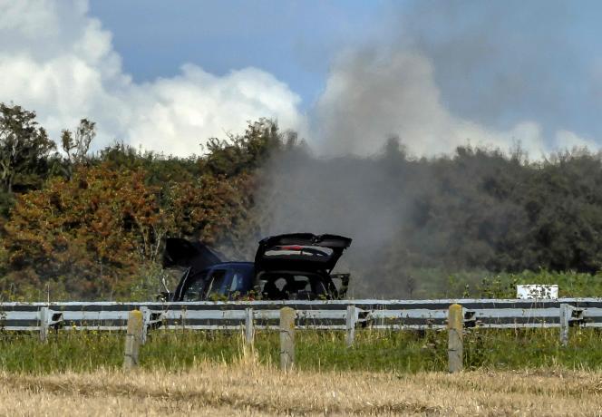 De la fumée s'échappe du véhicule conduit par Hamou B., sur l'autoroute A16, près de Marquise (Pas-de-Calais), le 9 août.