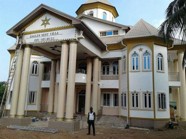 La maison que Aloysius Nnamdi Ikegwuonu, alias « l'Evêque», enrichi dans le trafic de drogue en Afrique du Sud, s'est faite construire dans son Nigeria natal.