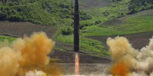 Photo diffusée le 4 juillet par les autorités nord-coréennes, montrant le tir d'un missile intercontinentalHwasong-14.