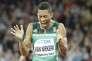 La réaction de Wayde van Niekerk après être arrivé en deuxième postion du 200m des Mondiaux d'athlétisme de Londres, le10août. (AP Photo/David J. Phillip)