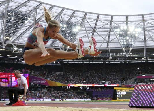 Darya Klishina a pris la deuxième place d'un concours de la longueur remportée par Brittney Reese.