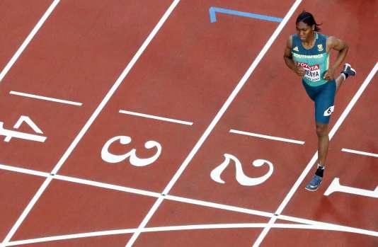 Caster Semenya, seule devant à l'arrivée desdes demi-finales du 800 m, vendredi 11 août.