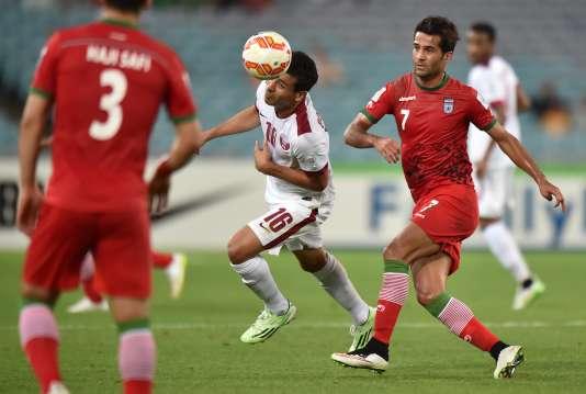 Masoud Shojaei et Ehsan Hajsafi (de dos), lors d'un match de Coupe d'Asie en janvier 2015. Les deux hommes comptent à eux deux 154 sélections avec l'Iran, déjà qualifié pour la Coupe du monde 2018.