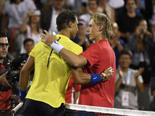 Denis Shapovalov, félicité par Rafael Nadal après sa victoire, n'a que 18 ans.