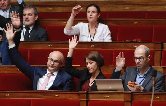 Députés de LaRépublique en marche, à l'Assemblée nationale, lors de l'examen du projet de loi sur la moralisation de la vie publique, le 28juillet.